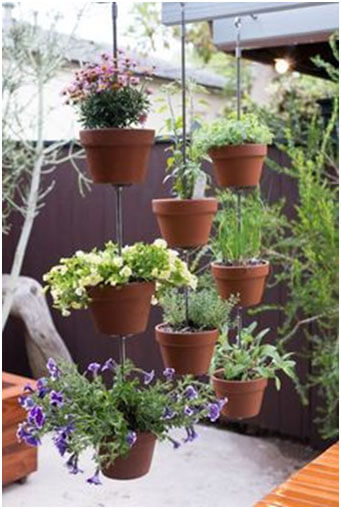 Vertical-Clay-Pot-Garden